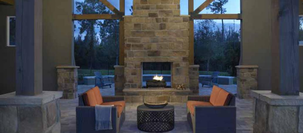 Latham Park, Orlando - Seating area and Fireplace
