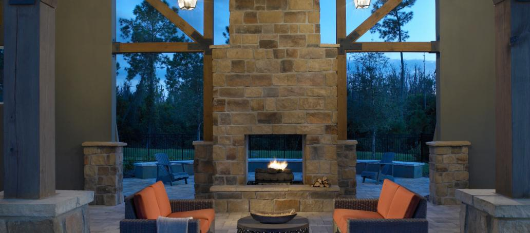 Latham Park Executive, Orlando - Seating Area and Fireplace
