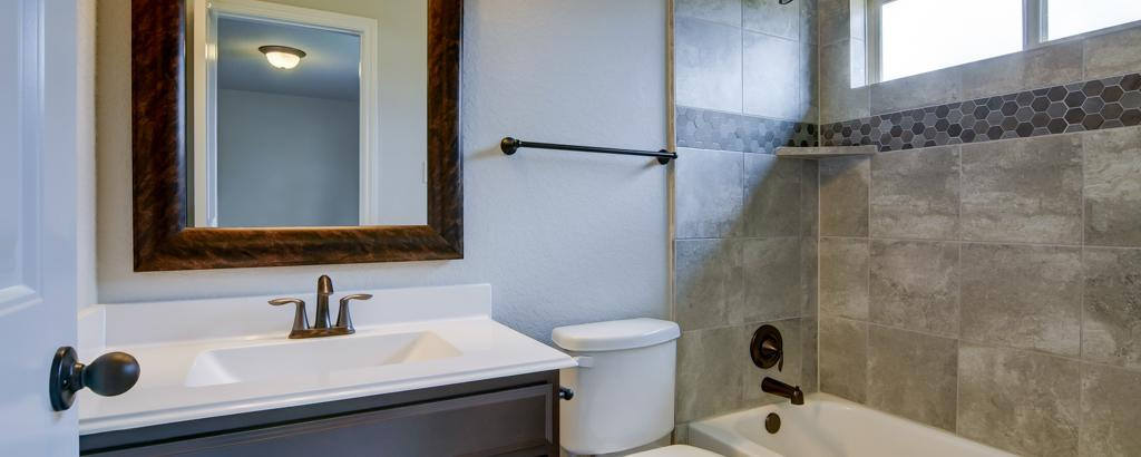 Nathaniel , New Braunfels - bathroom